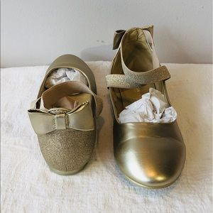 Gold Bow Ballerina Slippers**US 5-6